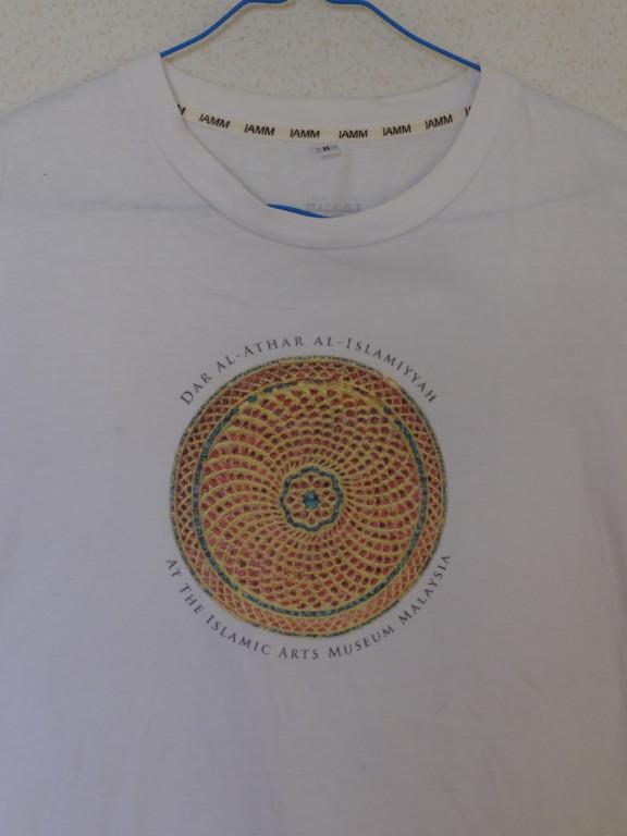 イスラムアートのTシャツ