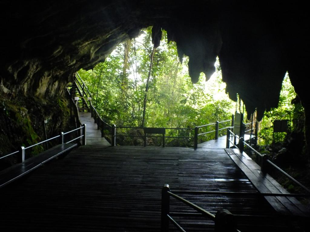 グヌン・ムル国立公園の洞窟のひとつ