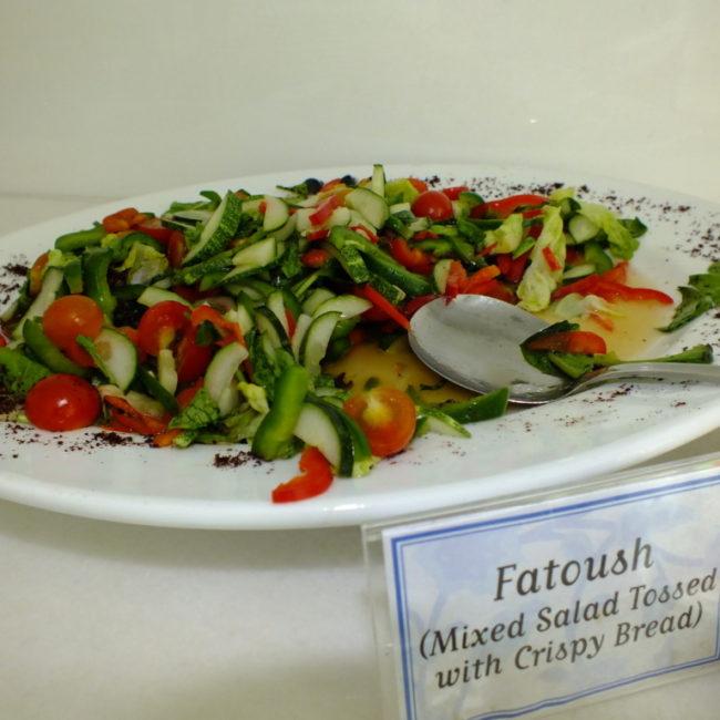 マレー語と英語で 料理の説明