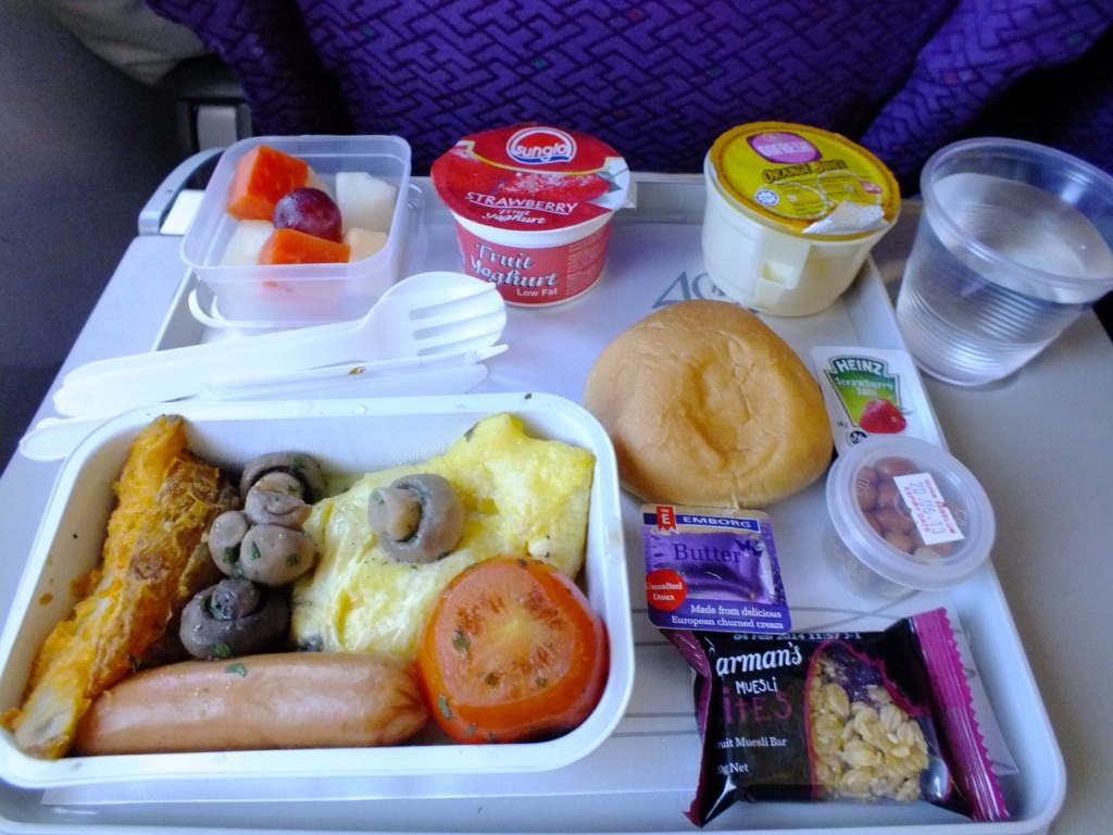 マレーシア航空の機内食 2013.5.4 朝 日本上空