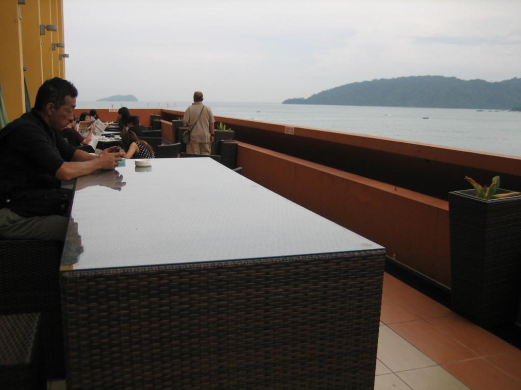 海の見えるテラスで朝食 ガヤセンターホテル 2012.6.29