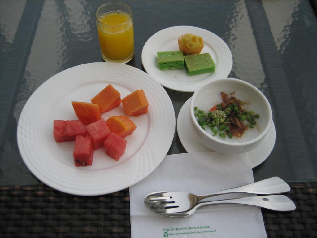 デザートも豊富 ガヤセンターホテル 2012.6.29