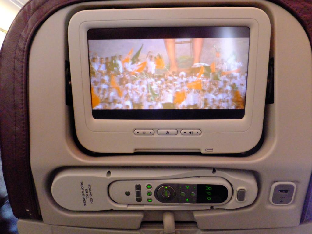 USBポートもある座席前のモニター等