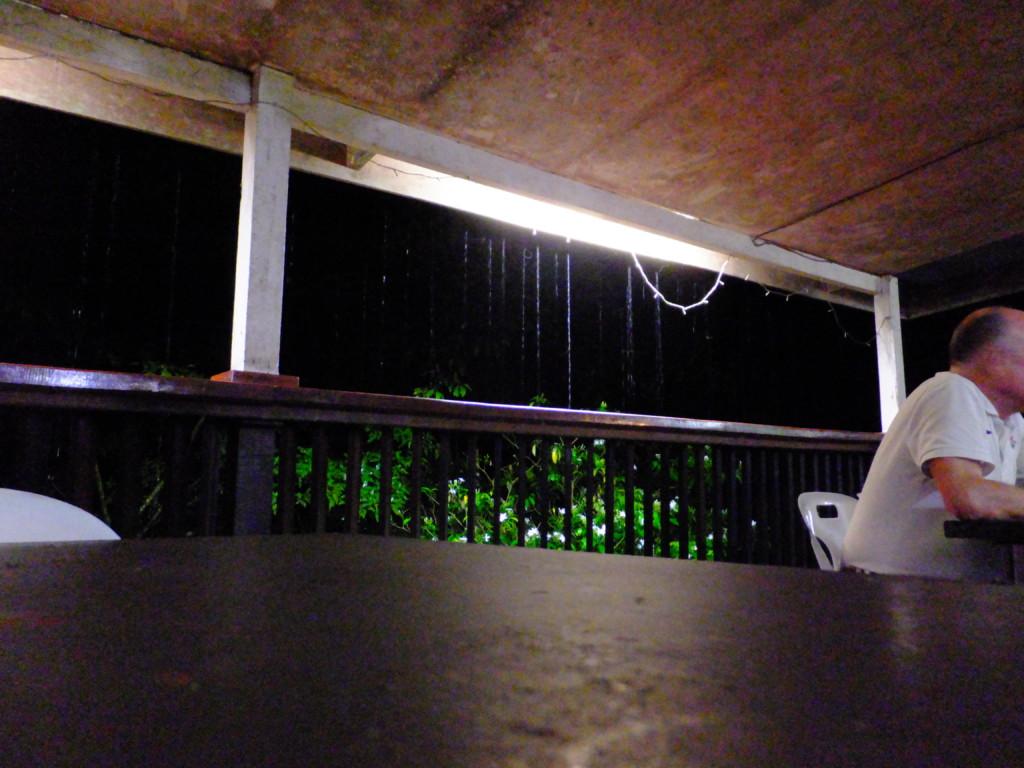 外はザーザー雨 2017.2.15 グヌンムル国立公園
