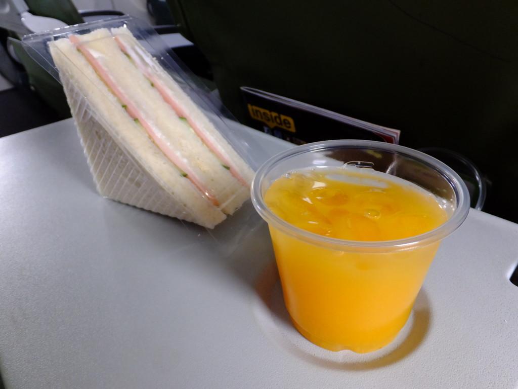 サンドイッチとオレンジジュース 2017.2.16