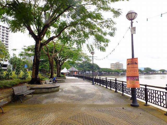サラワク川沿いの散歩道