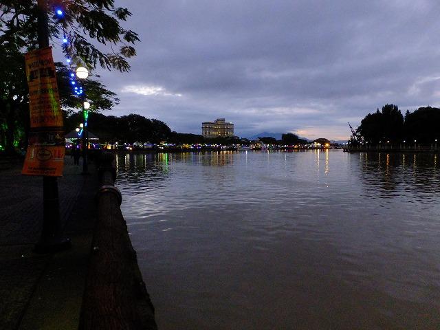 夕方のサラワク川
