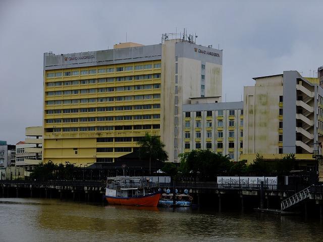 対岸からみるグランドマルゲリータホテル