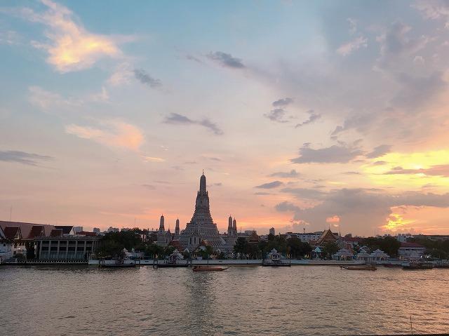 タイ バンコクの夕暮れ