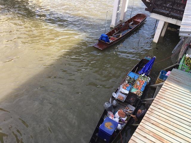 タイ バンコクの水上マーケット